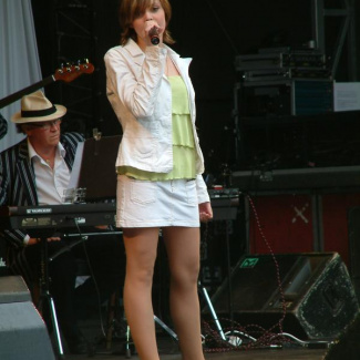 Alexandra synger Mandy Moore
