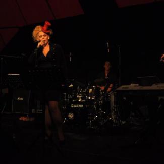 Maja Gullstrand med band