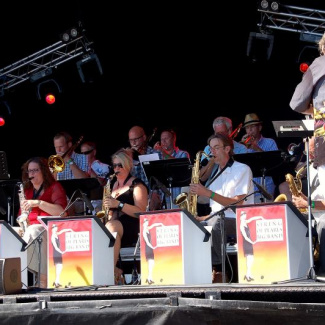Strings of pearls bigband