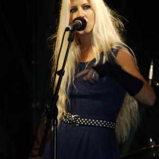 Nilla Nielsen m. 2 Generations band
