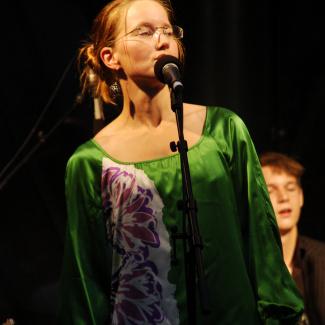 Sara Alcrona m. 2 Generations band